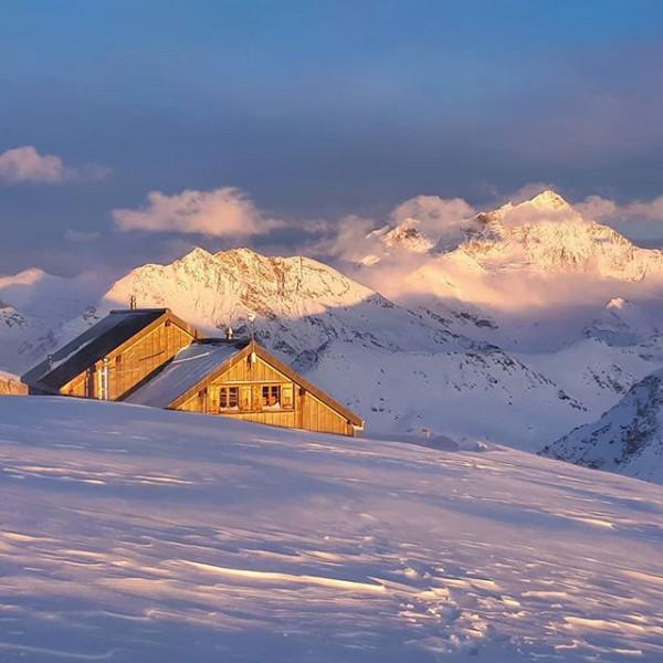 Photo cabane des Becs de Bosson 4.jpg